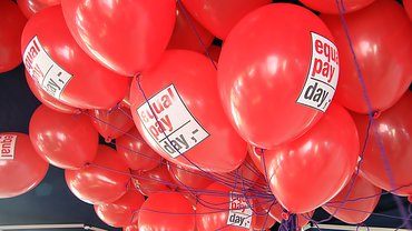 Ballons Equal Pay Day Gleiches Geld